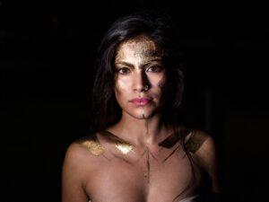 Weibliche Würde - ein wandelbares Gefühl; mal weich, mal kriegerisch.