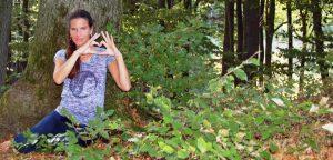 Bettina Belitz im Wald